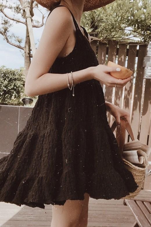 皺褶設計垂墜傘襬短洋裝