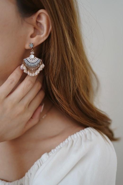 粉色系寶石扇形垂墜耳環