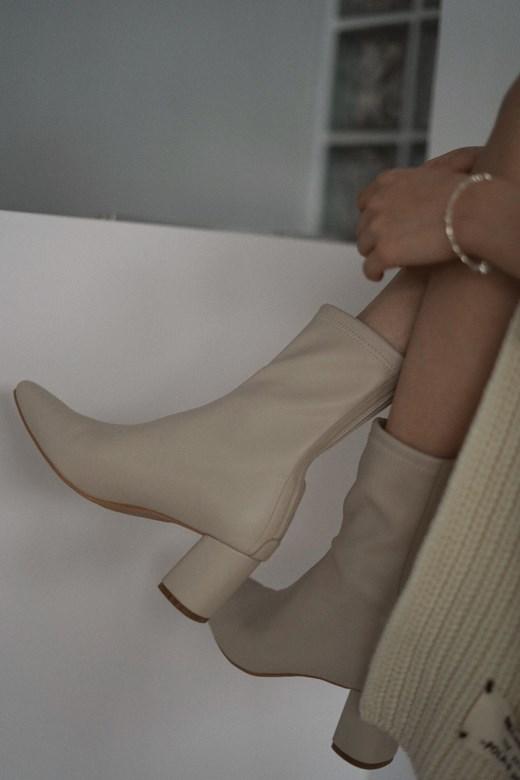 品牌手工縫線皮革短靴